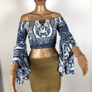 LF Off The Shoulder Crop Top w/ Bell Sleeve S